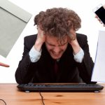 働く人のストレスが高じるとどんな病気になるのか